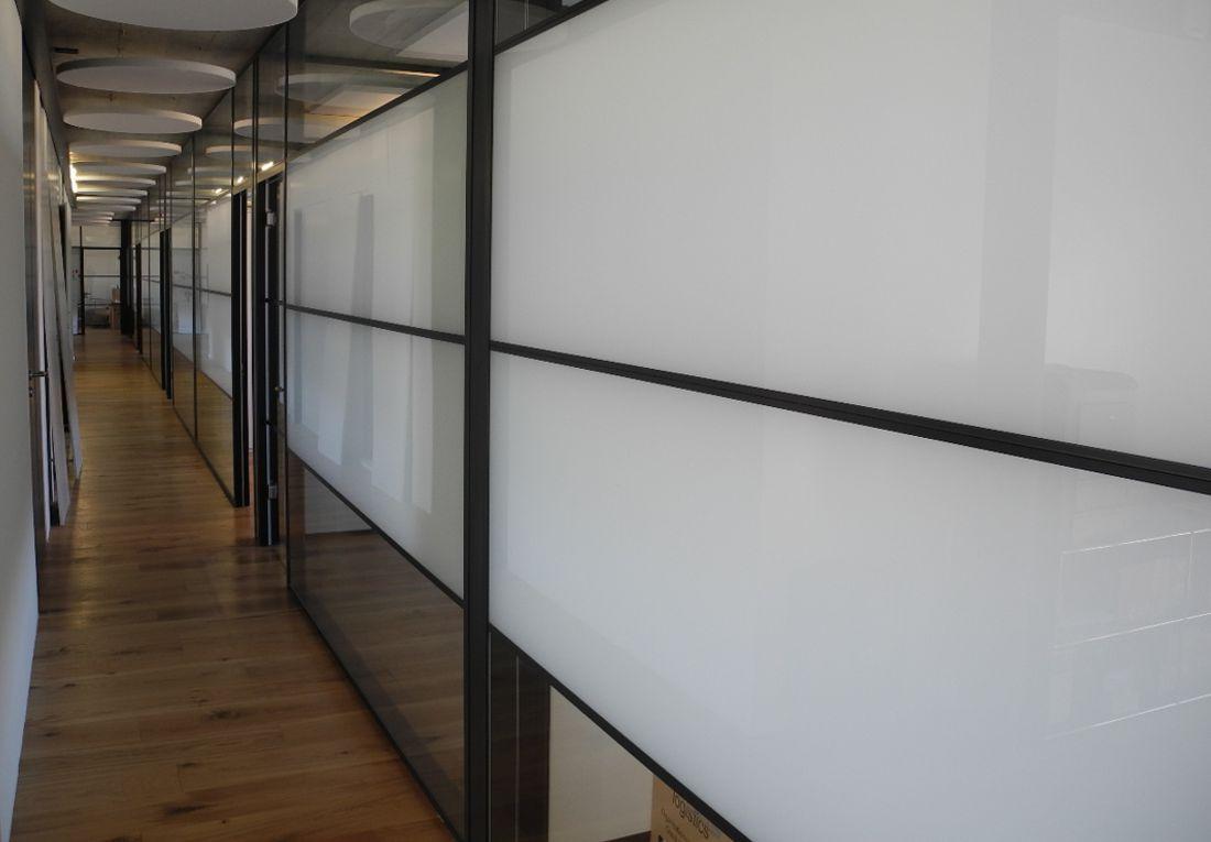 Korridorwände aus Glas. AMINA Systeme